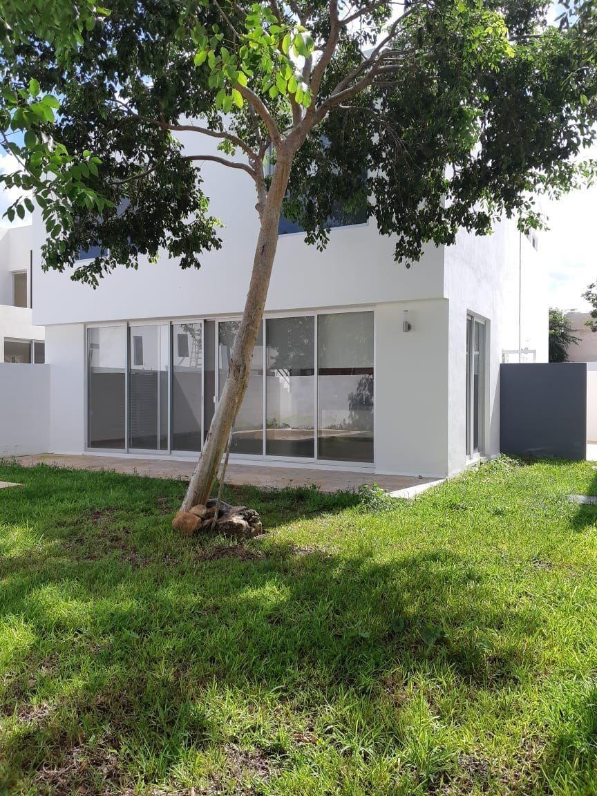 casa residencil de 2 rec en privada zelena con piscina