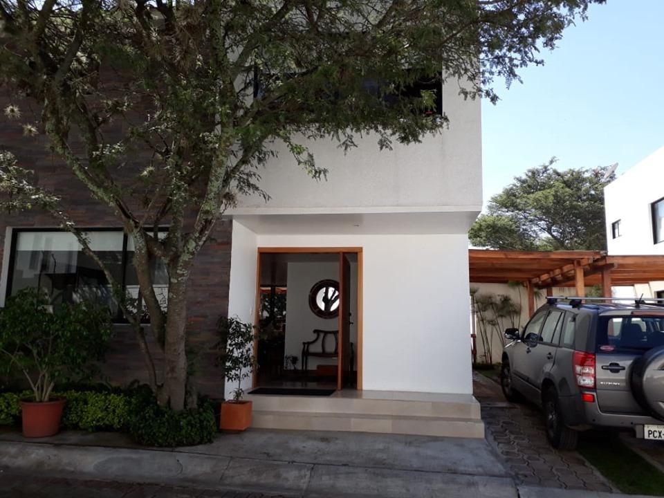 casa sector cañón del chiche tumbaco /conjunto 5 casas