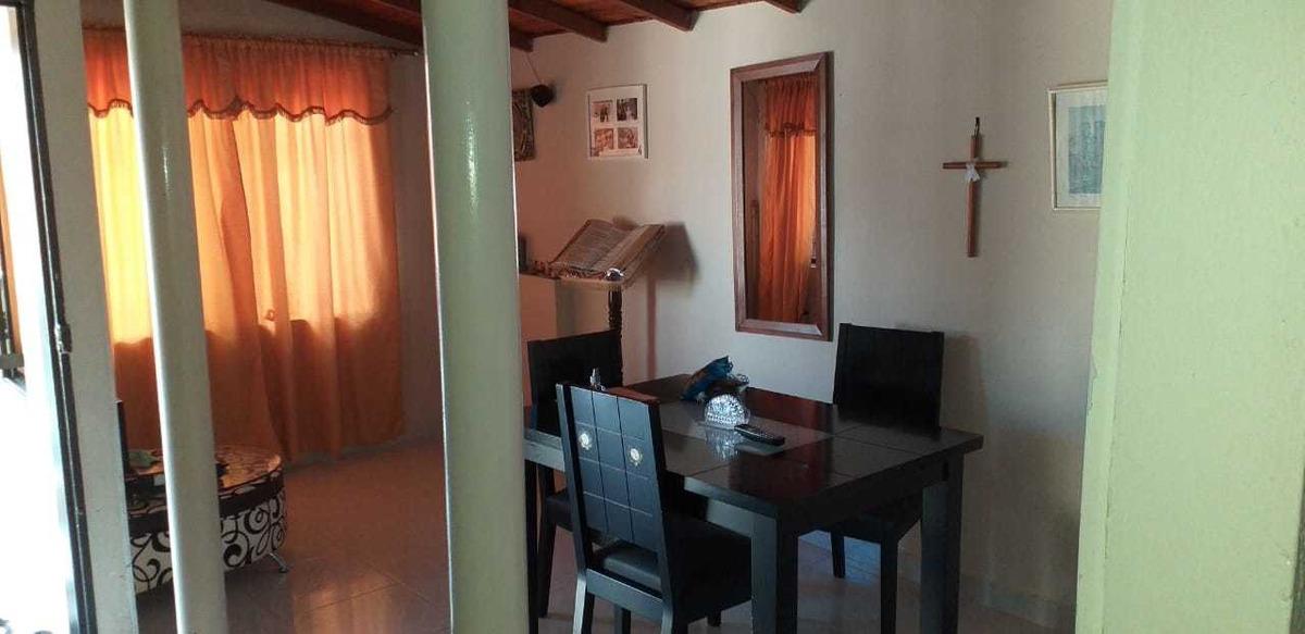 casa segundo piso ,4 habitaciones,sala comedor ,patio grande