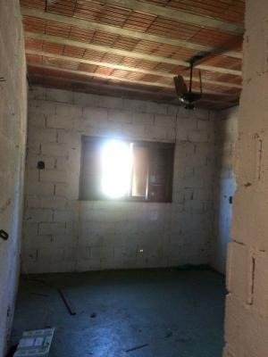 casa semi-acabada com 4 quartos, aceita financiamento!