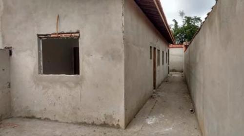 casa semi-acabada no bairro jussara