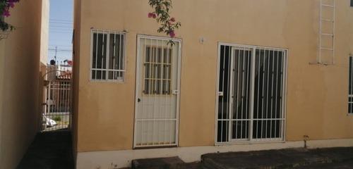 casa semi amueblada en fraccionamiento privado, recamara principal con vestidor, estancia en planta