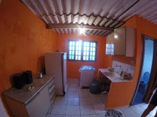 casa simples na praia,com 2 quartos,em itanhaém/sp