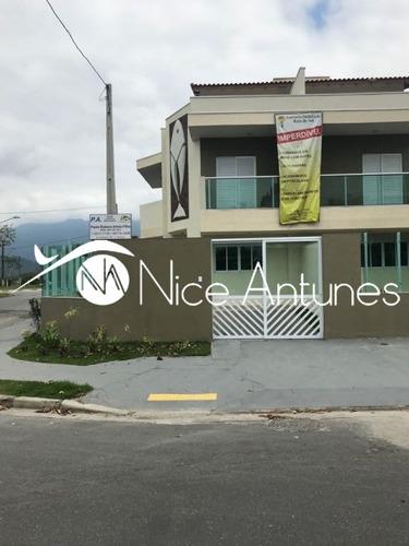 casa sobrado com 2 dorm.com suite,sala ampla, quintal, 2 vagas, frente para o canal itapanhaú - na8400