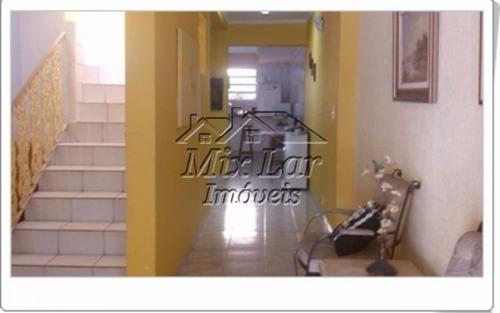 casa sobrado no bairro cidade das flores - osasco - sp, com 242 m² de área construída sendo 3 dormitórios com 1 suíte, sala, cozinha, 3 banheiros e 2 vagas de garagens.