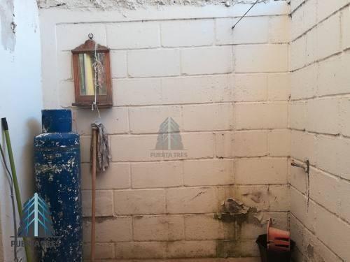 casa sobre av. san blas en parques de santa cruz