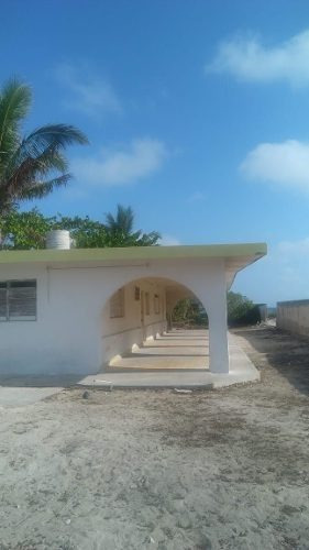 casa sobre la misma línea de la playa