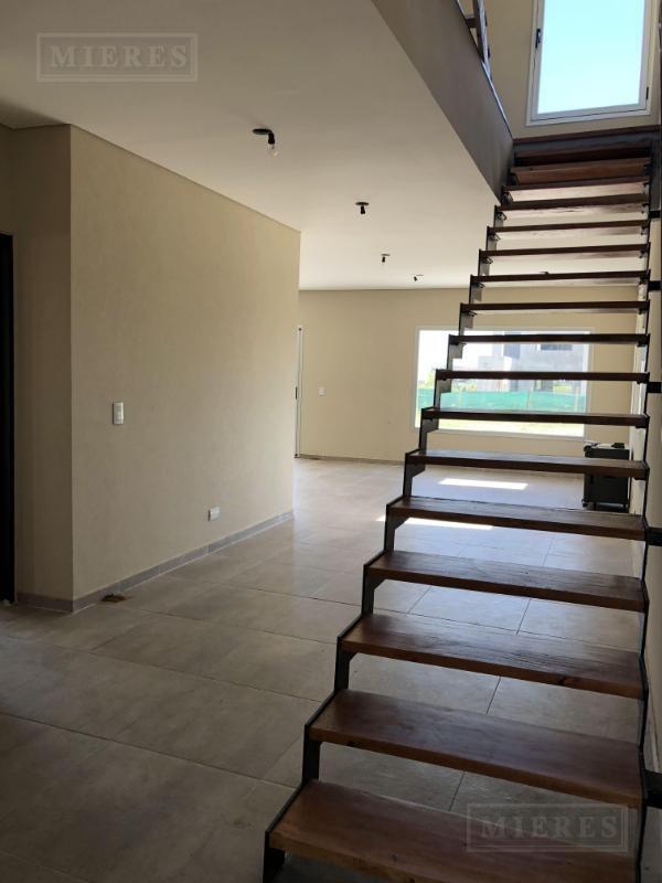 casa sobre lote interno, estilo moderno  -san gabriel, villanueva