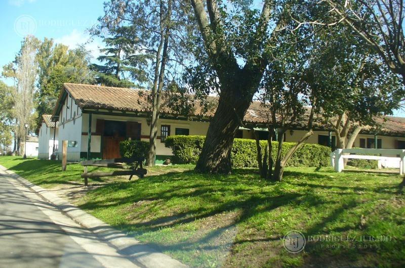 casa sobre lote interno - los eucaliptos - haras santa maria toma vehículo o depto caba
