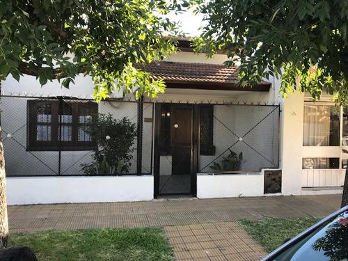 casa sobre lote propio 4 ambientes en villa luzuriaga