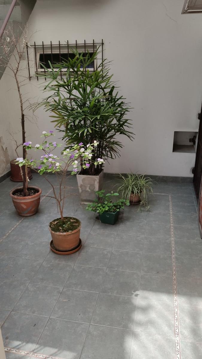 casa sobre lote propio dos plantas en caballito repetto 500