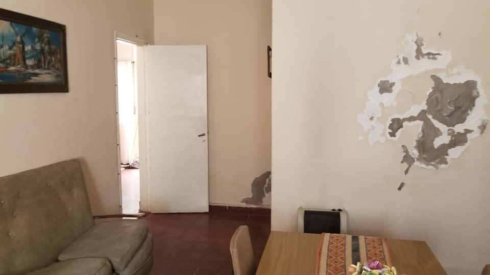 casa sobre lote propio en el palomar muy amplio, 3 ambientes cochera y fondo. venta inmediata apto credito bancario f: 7796