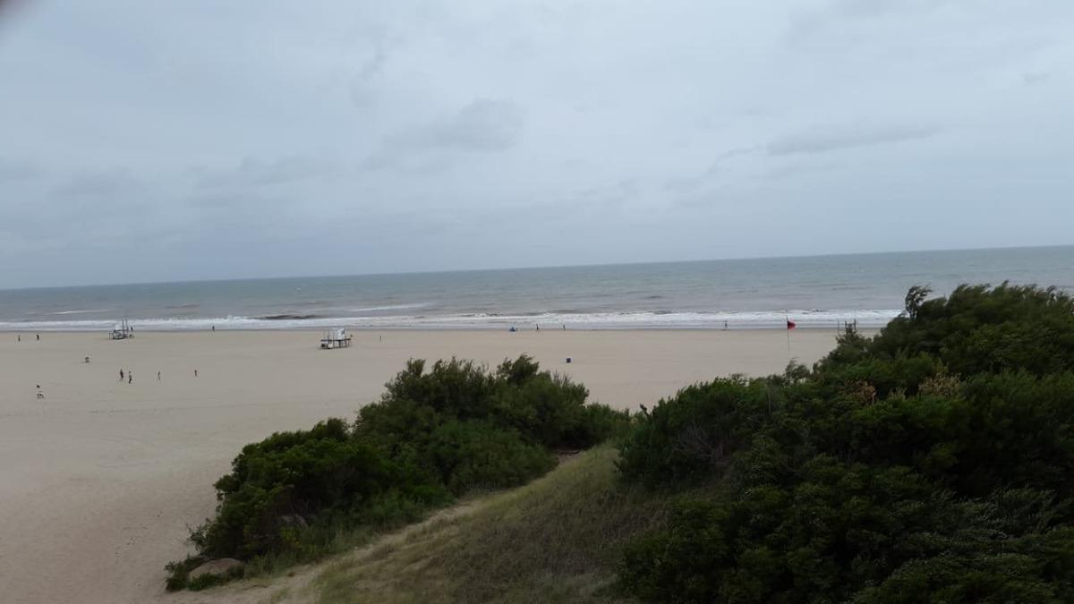 casa sobre playa - mar azul-  37 y playa - 4 ambientes