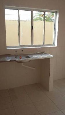 casa sobreposta com churrasqueira com 2 quartos,em itanhaém