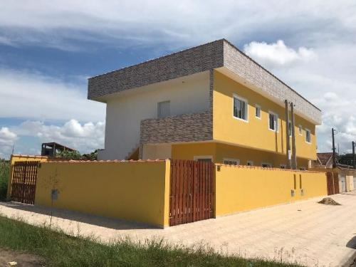 casa sobreposta no jardim suarão em itanhaém