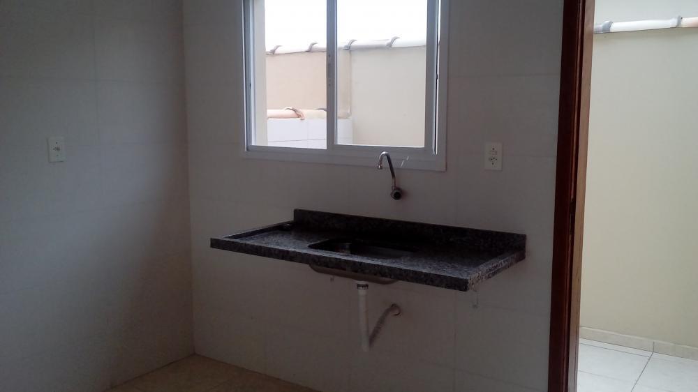 casa sobreposta à venda  de esquina.2  dor.. ref. 3705 l c