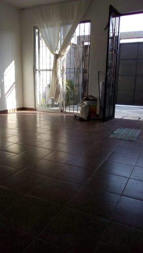 casa sola 1 nivel cerca del aeropuerto de cuernavaca.