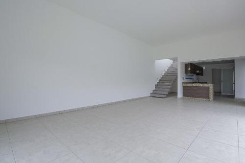 casa sola con alberca en burgos corinto, morelos...clave 2552
