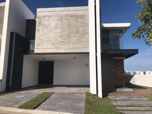 casa sola en renta anton lizardo