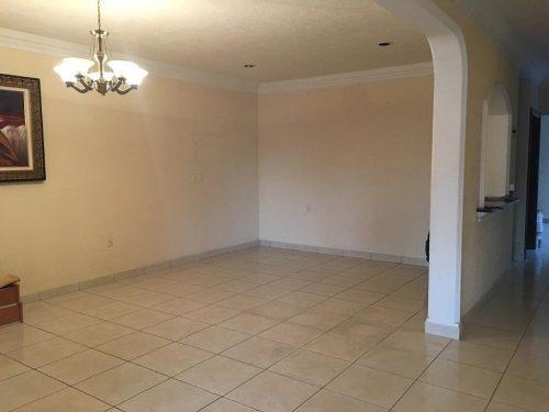 casa sola en venta centro sur