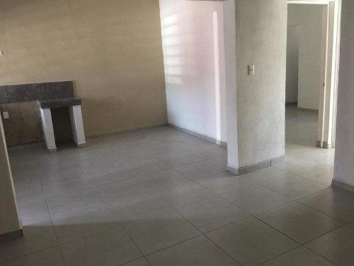 casa sola en venta colonia solidaridad, a media cuadra de av. coliman, en villa de álvarez, colima