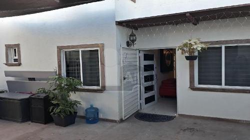 casa sola en venta en corregidora atras de plaza candiles