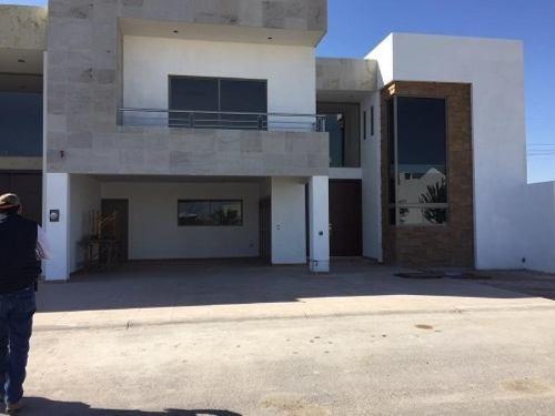 casa sola en venta fracc las trojes