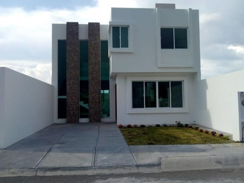 casa sola en venta fraccionamiento lomas de banthi
