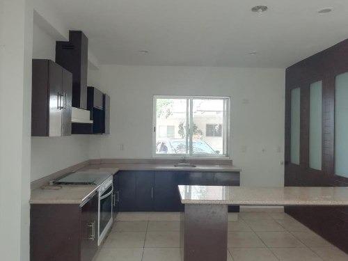 casa sola en venta fraccionamiento selvamar
