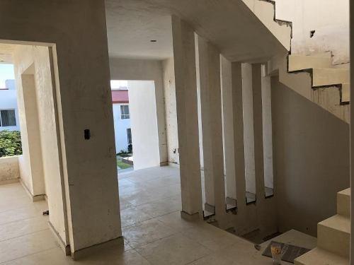 casa sola en venta juriquilla santa fe