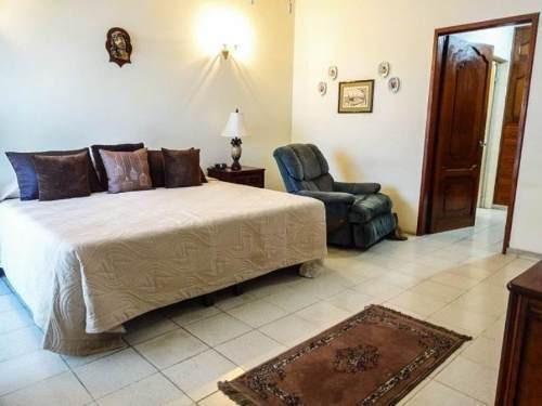 casa sola en venta lomas de mazatlan en privada una cuadra de zona dorada