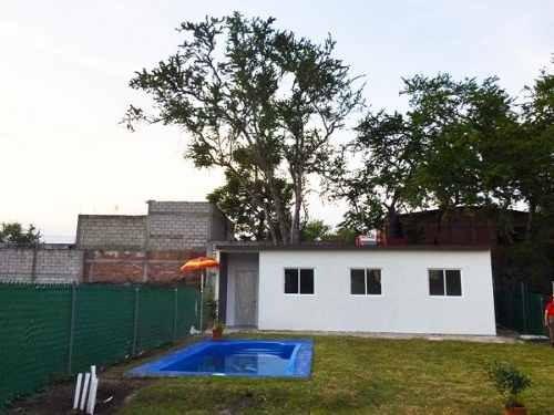 casa sola estilo prefabricado con amplio jardín