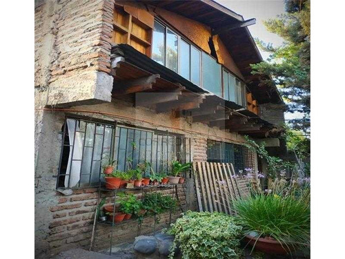 casa sólida con 4d y 2b, a 3 cuadras del metro dorsal.