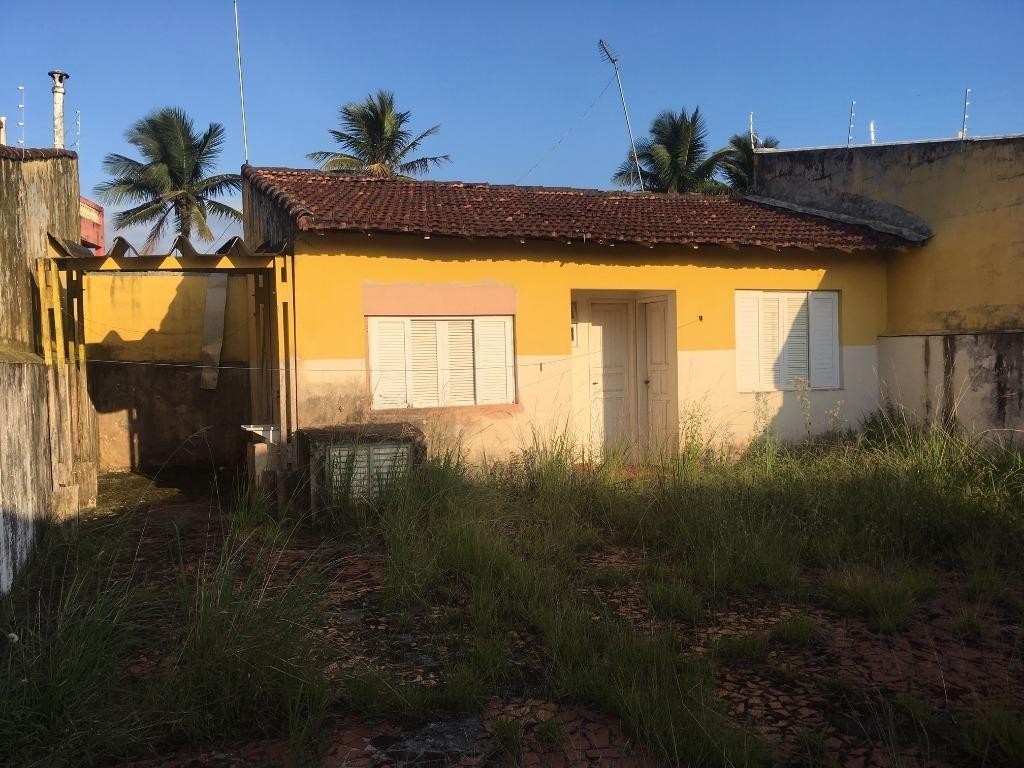 casa super bem localizada a apenas 50 metros da praia.