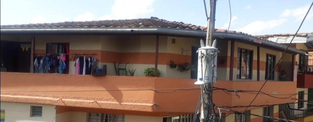 casa. tercer piso con amplio balcón, 3 alcobas sala y comedo
