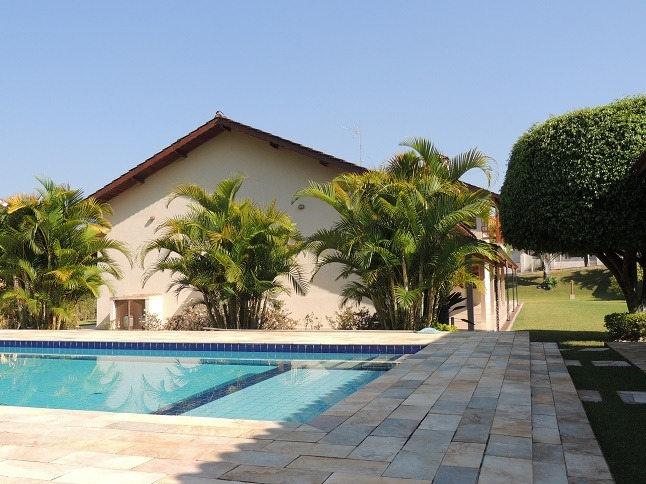 casa térrea 4 dorm 1 ste piscina aquecida condomínio