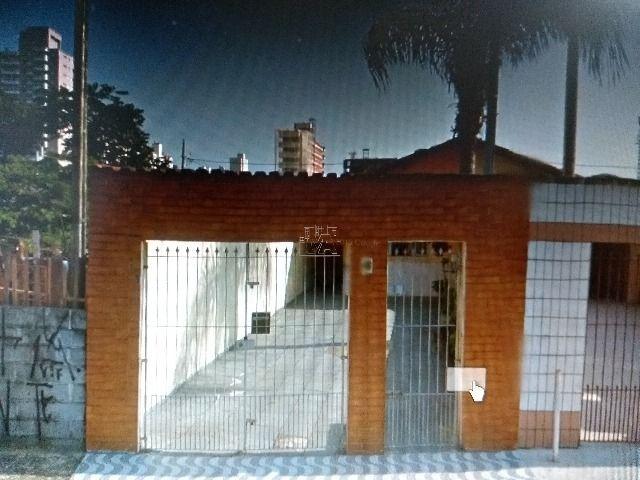 casa terreá  bairro aviação  , dois dormitórios , com dois wc , garagem para 4 carros  , tem uma cobertura nos fundos  , tipo edicula com churrasqueira , pertinho  da praia  , estuda troca por apa