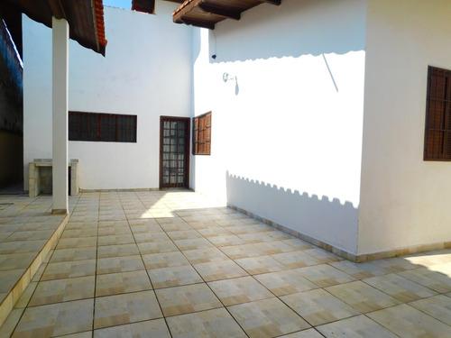 casa térrea bairro parque turístico em peruíbe à venda.