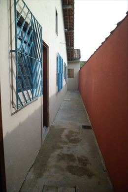 casa térrea com 02 dormitórios em mongaguá  c4842