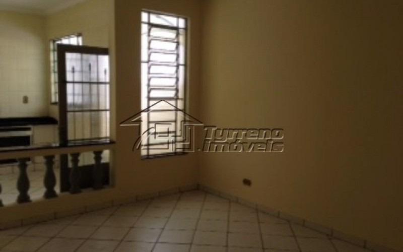 casa térrea com 3 dormitórios em taubaté