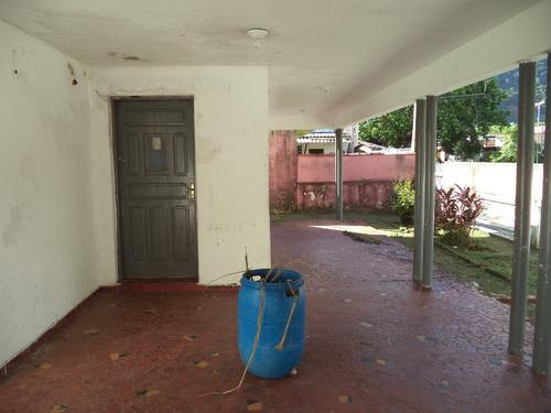 casa térrea com ótima localização na região central. ref.914