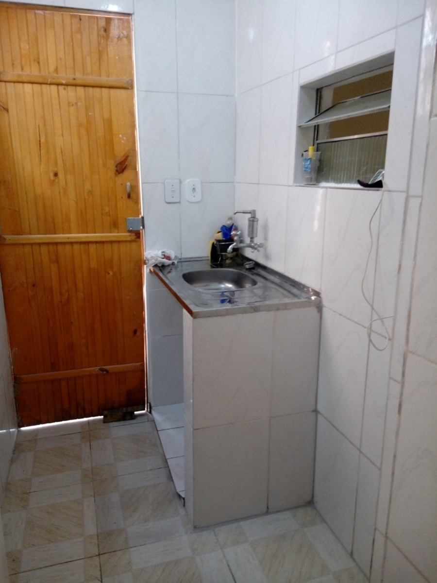 casa térrea de um cômodo em condominio familiar no jd peri