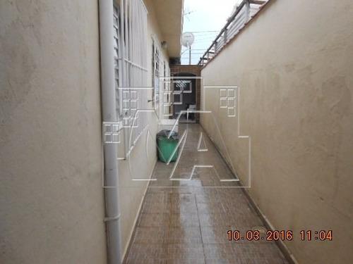 casa térrea geminada murada e com portão  , local totalmente residencial , em bom estado de conservação , rua asfaltada , mercado próximo