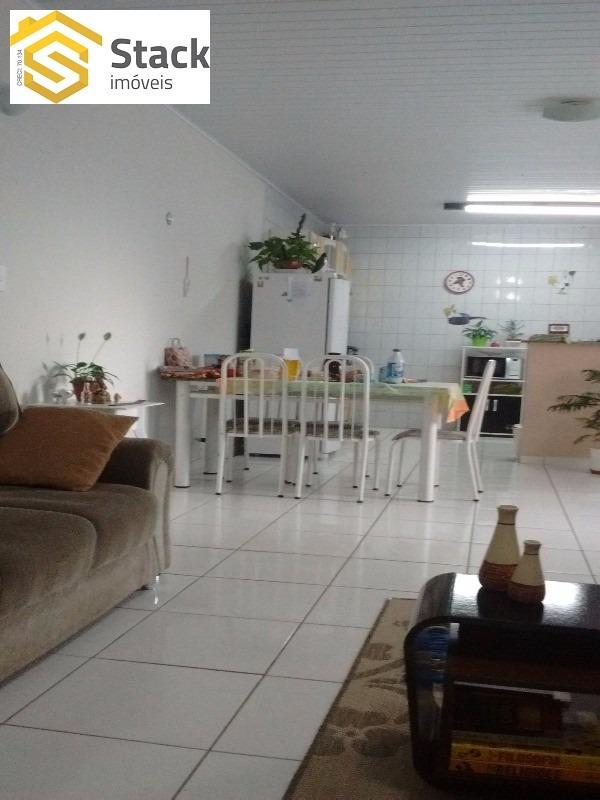 casa térrea localizada no jardim ermida ii. possui 137m² de área construída, 2 dormitórios, sendo 1 suíte, - ca00671