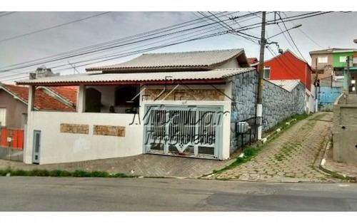 casa térrea no bairro km 18- osasco - sp, com 134 m² de área construída sendo 3 dormitórios sendo 1 suíte , 2 salas, cozinha, 2 banheiros e 2 vagas de garagens