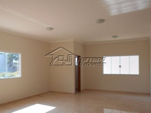 casa térrea nova com 3 dormitórios, sendo 1 suíte