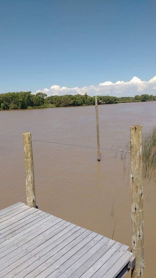 casa , terreno lote  río urion c/mejoras. muelle-estacada