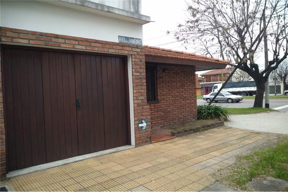 casa tipo chalet 3 ambientes c/garaje y patio