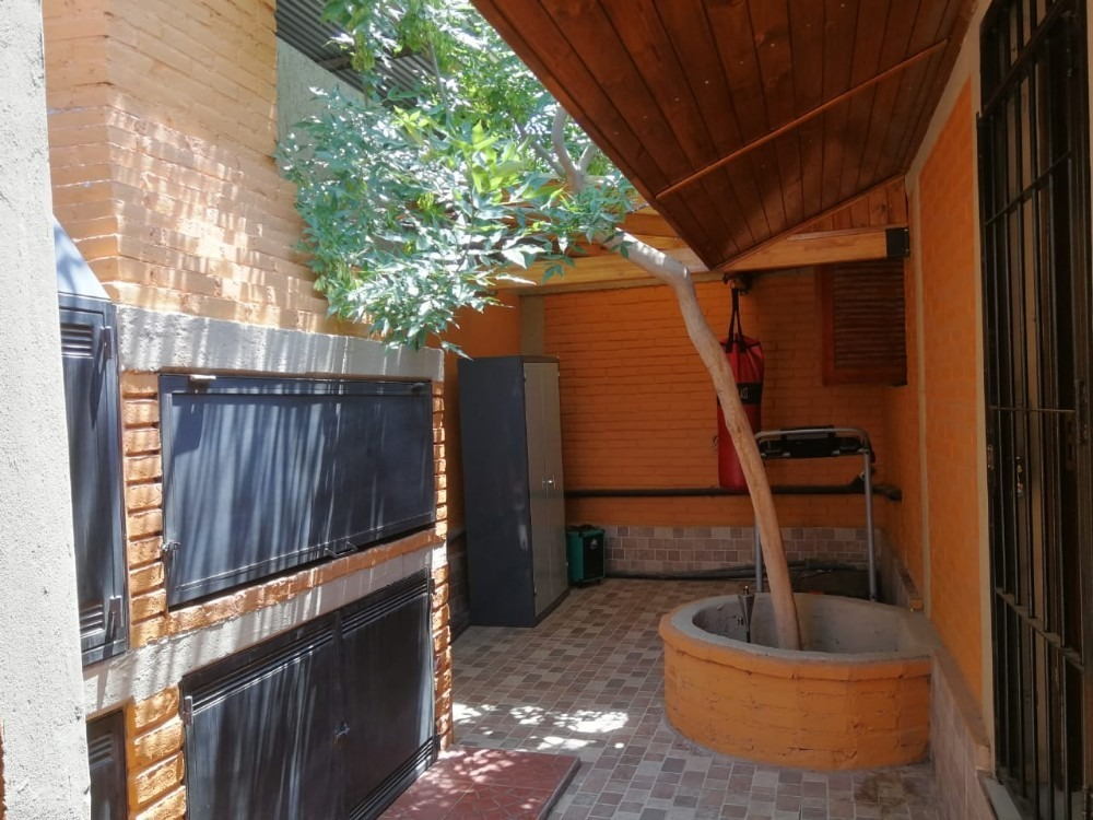 casa tipo chalet 7 ambientes cochera multiple jardines