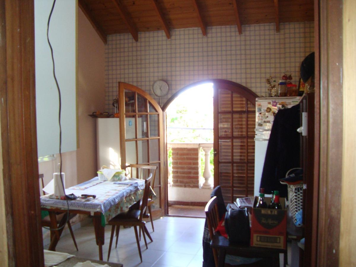 casa tipo chalet en quilmes en venta con garage con local
